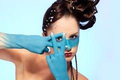 De fantasie blauwe lichaam-kunst van het meisje Royalty-vrije Stock Foto