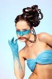 De fantasie blauwe lichaam-kunst van het meisje stock foto