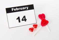 14 de febrero calendario con las piruletas del corazón del amor Imagen de archivo libre de regalías