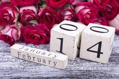 14 de febrero calendario y rosas Foto de archivo