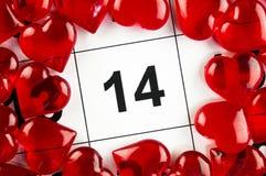 14 de febrero con un día de fiesta rojo del símbolo del corazón Imagenes de archivo