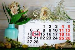 14 de febrero día del ` s de la tarjeta del día de San Valentín en calendario Imágenes de archivo libres de regalías