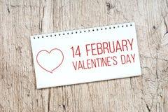 14 de febrero - día del ` s de la tarjeta del día de San Valentín, nota en libreta Fotografía de archivo libre de regalías