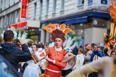 7 DE FEBRERO DE 2016 - PARÍS: Carnaval tradicional de febrero en París, Francia Imagen de archivo libre de regalías