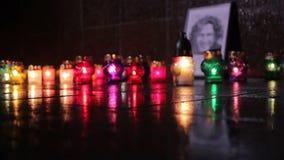 2 de febrero de 2016 - Zhytomyr, Ucrania: Los centenares de gente recolectaron para honrar la memoria Andrew almacen de video