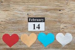 14 de febrero, el día de tarjeta del día de San Valentín, corazón del papel Fotografía de archivo libre de regalías