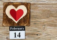 14 de febrero, el día de tarjeta del día de San Valentín, corazón del papel rojo Fotografía de archivo libre de regalías