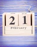 21 de febrero Fecha del 21 de febrero en calendario de madera del cubo Fotografía de archivo libre de regalías