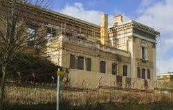 21 de febrero de 2018 las ruinas del tribunal histórico del camino de Crumlin en Belfast Irlanda del Norte que fue dañada por el  Fotos de archivo