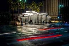 2 DE FEBRERO DE 2019 - LOS ANGELES, CA, los E.E.U.U. - arte p?blico ligero urbano en el bulevar de Wilshire se ve en strom de la  imagen de archivo