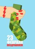 23 de febrero Mano femenina para dar calcetines Regalo tradicional para la milipulgada Foto de archivo libre de regalías