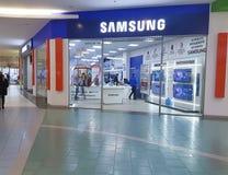 11 de febrero Ucrania, Kiev la tienda de Samsung en la alameda de compras Imagen de archivo libre de regalías
