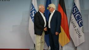 De federale Minister van Buitenlandse Zaken Dr Frank-Walter Steinmeier heet Jose Manuel Garcia - Margallo y Marfil welkom stock footage
