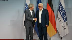 De federale Minister van Buitenlandse Zaken Dr Frank-Walter Steinmeier heet Paolo Gentiloni welkom stock videobeelden