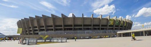 De federaties vormen 2013 tot een kom - Brazilië x het Stadion van Uruguay - Minerao- Stock Foto
