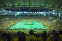 De federaties vormen 2013 tot een kom - Brazilië x Spanje - Maracanã Stock Foto's