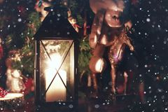 De fee van de de vakantiesneeuw van de kaarslantaarn Stock Fotografie