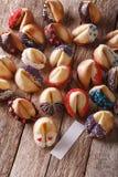 De feestelijke die Fortuinkoekjes met suikergoed worden verfraaid bestrooit verticaal Stock Afbeelding
