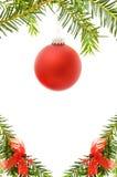 De feestelijke grens van Kerstmis met rode snuisterij Royalty-vrije Stock Foto