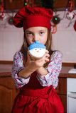De feestelijke rode van het de partijdiner van schortkerstmis van de het dessertpepermunt suiker die van de de kaasroom cupcakes  royalty-vrije stock afbeeldingen