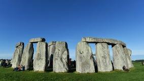 De feestneuzen verzamelen zich in Stonehenge Stock Afbeeldingen