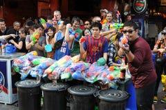 De feestneuzen vieren het Thaise Nieuwjaar Stock Afbeelding