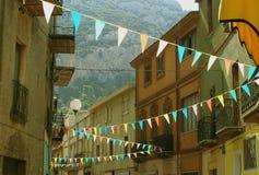 De festiviteitenvlaggen van het dorp Stock Foto