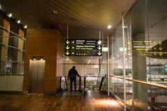 18 de fevereiro de 2019 Aeroporto de Kastrup em Dinamarca, Copenhaga Transporte e arquitetura do tema Nivelando vazio vazio da no imagem de stock
