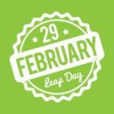 29 de fevereiro branco do carimbo de borracha do dia de pulo em um fundo verde Ilustração do Vetor