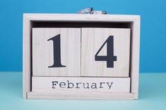 14 de fevereiro calendário com alianças de casamento Imagens de Stock