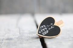 14 de fevereiro, cartão do dia do ` s do Valentim do St com coração Foto borrada para o fundo Imagem de Stock