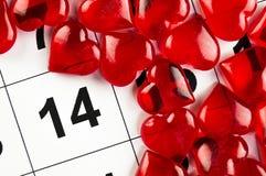 14 de fevereiro com um feriado vermelho do símbolo do coração Fotografia de Stock