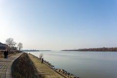 26 de fevereiro de 2017 - Belgrado, Sérvia - o banco sul do rio Danúbio no distrito de Dorcol de Belgrado Fotos de Stock Royalty Free