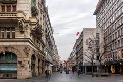 27 de fevereiro de 2017 - Belgrado, Sérvia - rua de Knez Mihailova no centro de Belgrado cedo na manhã Fotografia de Stock