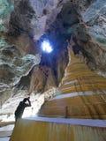 3 de fevereiro de 2017 caverna Hpa-an de Yathaypyan, Myanmar - hotographer t Fotografia de Stock
