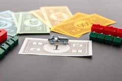 8 de fevereiro de 2015: Houston, TX, EUA Carro do monopólio, dinheiro, hotéis Fotos de Stock Royalty Free