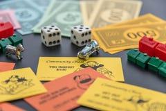 8 de fevereiro de 2015: Houston, TX, EUA Dinheiro do monopólio, jogando a torta Imagem de Stock Royalty Free