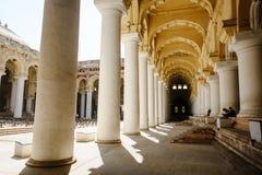 23 de fevereiro de 2018 Madurai, arquitetura do indiano do palácio de Thirumalai Nayak da Índia foto de stock royalty free