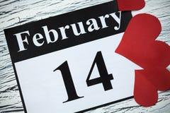 14 de fevereiro, o dia de Valentim, coração do papel vermelho Imagem de Stock Royalty Free