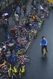 De fiets-aandeel wijze verandert people's het leven Stock Foto's