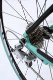 De fiets achterwiel en toestellen van de weg Stock Afbeelding