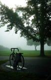 De fiets in de mist Royalty-vrije Stock Afbeelding