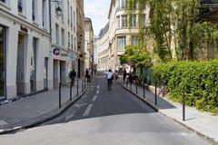 De fiets van de vrouwenrit Royalty-vrije Stock Foto's