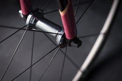 De fiets voorwiel van de fietsweg Stock Foto's
