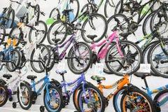 De fietsen bij de Motorfiets van Belgrado tonen Stock Fotografie