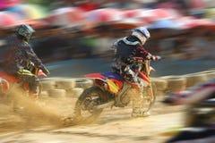 De fietsen die van de motocross snelheid rennen Royalty-vrije Stock Afbeeldingen