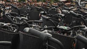 De fietsen sluiten omhoog stock videobeelden