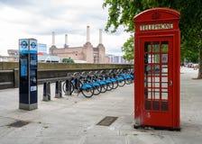 De fietsen van Barclays in Londen Stock Afbeeldingen