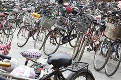 De fietsen van de overvloed stock foto