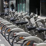 De fietsen van Parijs Royalty-vrije Stock Afbeeldingen